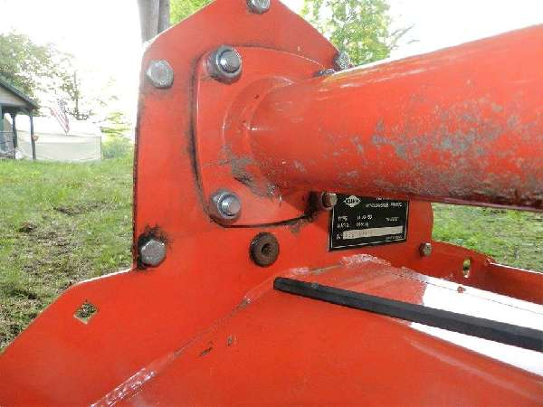 Tillers and Ploughs - Kuhn el 23-150 chain box