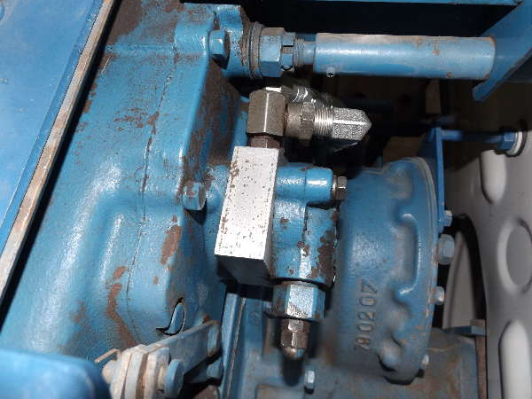 Tractor Engine Repair Rebuild - Ford compact Hyd adapter plate