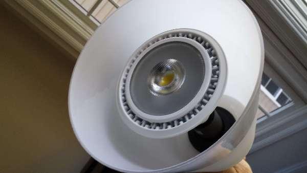Electric: LED-light-bulb-hum