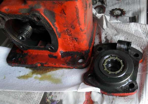Belarus: Belarus-250AS-Steering-Broke-How-to-Open-Gearbox