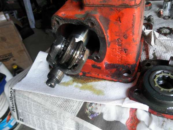 Belarus: Belarus-250AS-Steering-Broke-How-to-Open-Gearbox