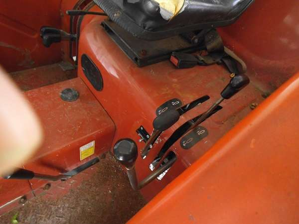 Chinese Tractors -- Other: Foton-404-remote-levers
