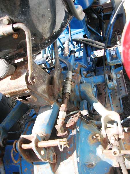 Tractor Engine Repair Rebuild - Ford 3600 Hydraulics Top Cover 3pt Lift Cylinder Slector Valve