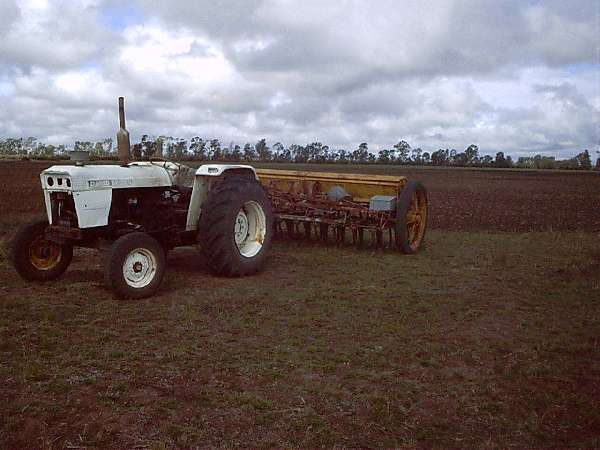 David Brown 990 Selectamatic with combine seeder just after finishing 2nd planting of 20 acre in the 50 acre Paddock